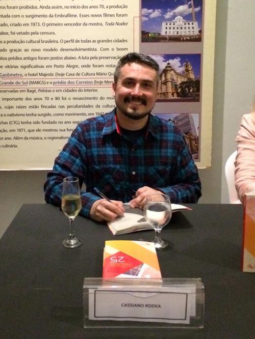 Sessão de autógrafos do 25º Caderno de Literatura da AJURIS